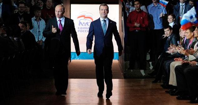 Vladimir Pútin (à esq.) e Dmítri Medvedev (à dir.) Foto: daylife.com
