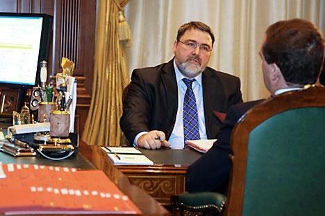 Igor Artemiev chefe do Serviço Federal Antimonopólio (FAS) da Rússia (à esq.) durante a reunião com presidente da Rússia Dmítri Medvedev (à dir.) Foto: RIA Nóvosti