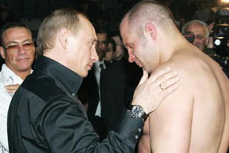 Vladimir Putin con Fedor Emelianenko, Campeón en cuatro ocasiones del World Combat Sambo Championship