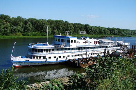Corrupção no transporte fluvial: o barco Piotr Alabin, operado pela mesma empresa do Bulgaria, apresentou diversas infrações durante inspeção. Foto: RIA Nóvosti