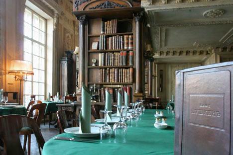 """""""Livraria"""" do restaurante Púchkin. Foto da agência ITAR-TASS"""