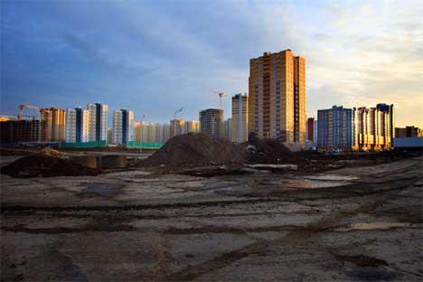 Edificios de nueva planta a las afueras de San Petersburgo