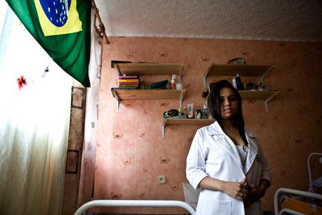 Patrícia Anísia, do Rio Grande do Norte, mostra alojamento da Universidade Russa da Amizade dos Povos/ Foto: Alexey Maishev