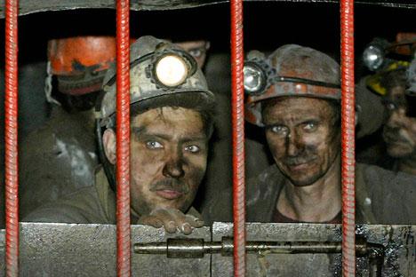 Noventa mineiros morreram no acidente de 8 de maio em Raspádskaya; o episódio chamou a atenção das autoridades para as condições de segurança no setor/Foto: Ivan Secretarev_AP