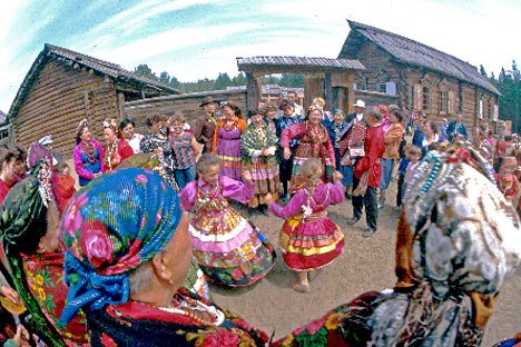 Festa numa aldeia de Velhos Crentes na Sibéria Foto: Geophoto