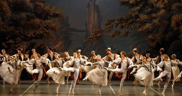 Il lago dei cigni interpretato dalla compagnia di ballo del Bolshoi. Foto di Itar-Tass
