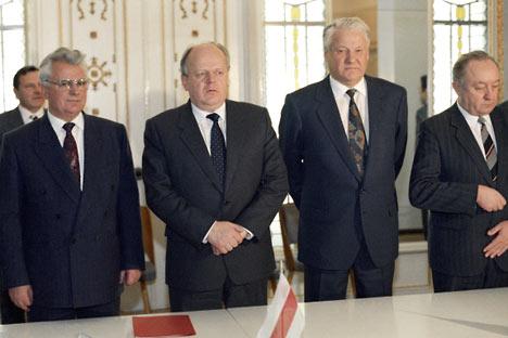 Leonid Kravchuk (Ucraina), Stanislav Shushkevich (Bielorussia) e Boris Eltsin (Russia) (Foto: Ria Novosti)
