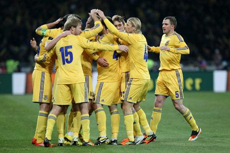 I giocatori della Nazionale ucraina festeggiano un goal segnato in amichevole contro la Germania (Foto: Andrei Voloshin/ Ria Novosti)