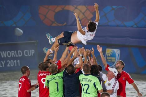 La nazionale russa di beach soccer festeggia i suoi successi (Foto: Itar-Tass)
