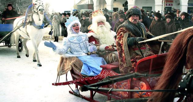 Ded Moroz (Nonno Gelo) e sua amata nipote Snegurochka (la fanciulla della neve) sono i protagonisti delle leggende dell'inverno russo (Foto: ITAR-TASS)