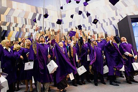 Studenti di Skolkovo festeggiano la conclusione dell'MBA