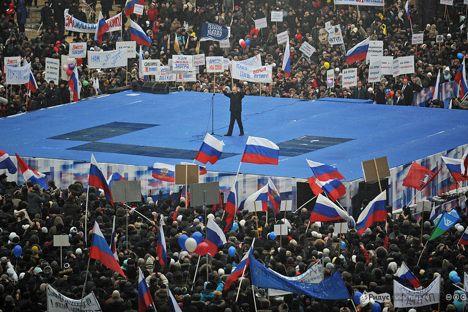 Vladimir Putin sul palco (Foto: Vassily Maksimov/Ridus.ru)