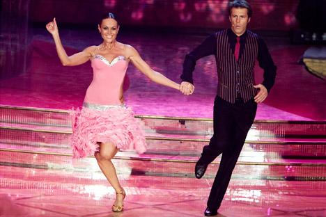 """La ballerina moscovita Natalia Titova con Emanuele Filiberto di Savoia, durante la finale 2009 di """"Ballando con le Stelle"""" (Foto: Elisabetta Villa/Getty Images)"""