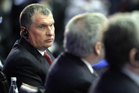 A sinistra, Ygor Secin, scaricato dal Cda di Rosneft ad aprile. Primo esempio delle novità presidenziali. Foto: Getty Images/ Fotobank