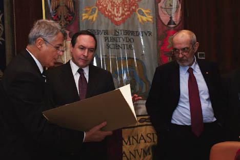Vyaceslav Nikonov tra il rettore Luigi Frati (a sinistra) e il suo vice