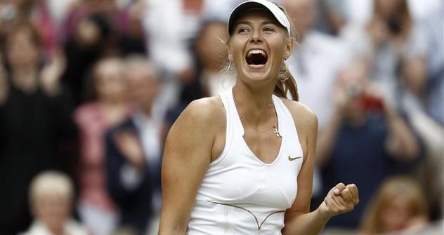La gioia di Maria Sharapova dopo aver staccato il biglietto per la sua seconda ma sfortunata finale in carriera a Wimbledon. Foto: Reuters