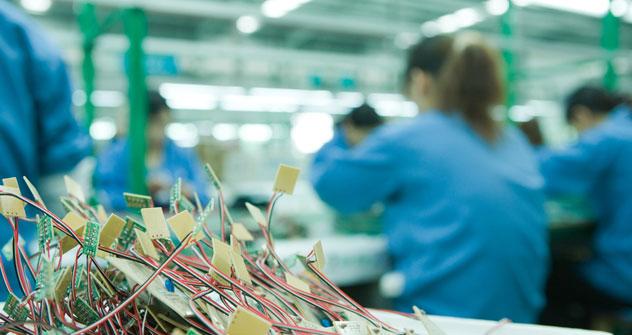 Componenti elettriche di circuiti stampati destinate alla produzione di computer. L'interscambio è tornato a crescere dopo la crisi internazionale. Foto: AFP/Eastnews