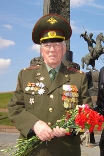 Il 9 maggio: Michail Zwilling al Monte Poklonnaya di Mosca.Foto dall'archivio personale