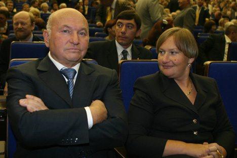 Luzhkov con la moglie. Foto: Itar-Tass