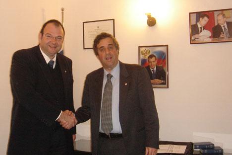 Il sindaco di Bolzano Luigi Spagnolli insieme al Console Onorario della Federazione Russa a Bolzano, Bernhard Kiem (Foto: Ufficio Stampa)