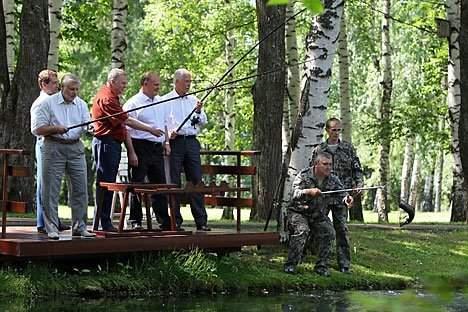 Il Presidente Dmitri Medvedev, il leader del Partito Comunista russo (Kprf) Gennady Zyuganov, il portavoce della Duma Boris Gryzlov, il suo vice, il leader del partito Liberaldemocratico (Ldpr) Vladimir Zhirinovsky e il portavoce del Senato russo, il