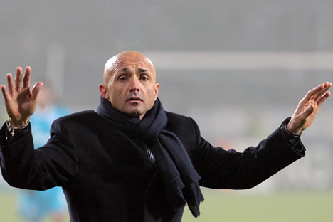 Luciano Spalletti cerca di calmare la tifoseria dello Zenit duranta la gara contro i ciprioti  (Foto: Ria Novosti)