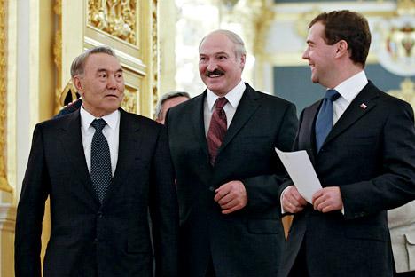 Aleksandr Lukashenko (Bielorussia), Nursultan Nazarbayev (Kazakhstan) e Dmitri Medvedev (Russia) (Foto: Reuters/Vostock-Photo)