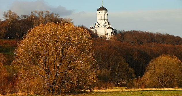 I Giardini botanici di Mosca in autunno sono solo una delle mete trattate nel primo volume di Phoebe Taplin