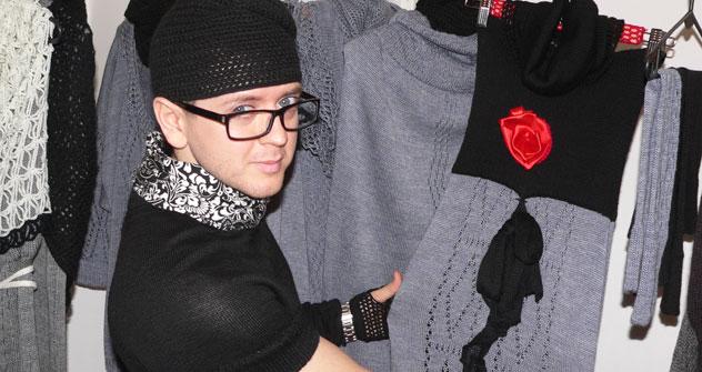 Lo stilista Evgeny Lepustin mostra la sua collezione (Foto: Evgeny Utkin)
