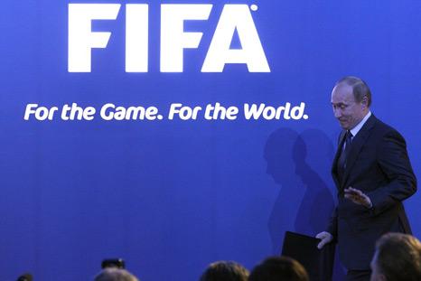 Für die Fußball-WM 2018 in Russland würde Wladimir Putin sogar die Gesetzgebung ändern (Foto: Reuters/Vostock)