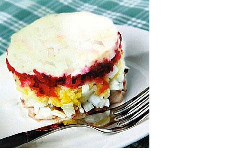 Puede parecer un pastel,pero se trata de una deliciosa ensalada