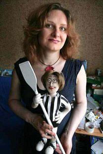 Polina Greus afirma que su negocio freelancediseñando muñecas le aporta una forma deexpresión que considera más importanteque el dinero. Foto: Ígor Tabakov / MT