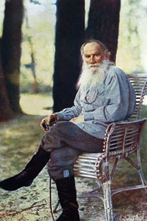 Sopra, Lev Tolstoj. Il libro di Basinskij raccontagli ultimi dieci giorni dello scrittore.Foto d'ITAR-TASS