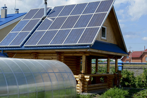 Some eco-friendly families place solar panels on their country homes (Novosibirsk Region). Source: www.rmcip.ru