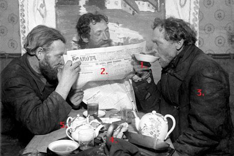 "1928, ""Tea drinking at Ramenskoye"""