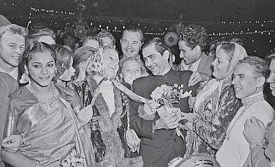 Raj Kapoor meets participants of the 1957 Moscow Youth Festival