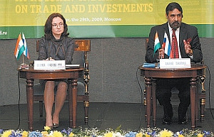 Russian Economics Minister Elvira Nabiullina (left) and Indian Commerce and Industry Minister Anand Sharma (right)