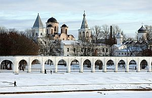 No other Russian or Ukrainian city can competewith Novgorod in the variety and age of itsmedieval monuments