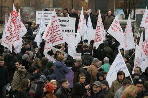 Los disidentes salieron a la calle provistos demandarinas, en referencia al cuento 'Las aventurasde Cipollino', una historia sobre la opresión.
