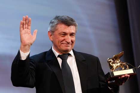Sokurov recebe prêmio máximo em Veneza Foto: AP