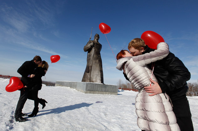 Couples kissing during a flashmob organised by a local TV station on the eve of Valentine's Day in the Russian city of Stavropol.  Source: Reuters/Vostock-Photo