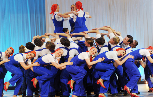 A scene from the folk dance coreography Labour Day performed by the Igor Moiseyev State Academy Folk Dance Ensemble, during a concert at the Tchaikovsky Concert Hall dedicated to the ensemble's 75th anniversary. Source: RIA Novosti / Vladimir Vyatkin