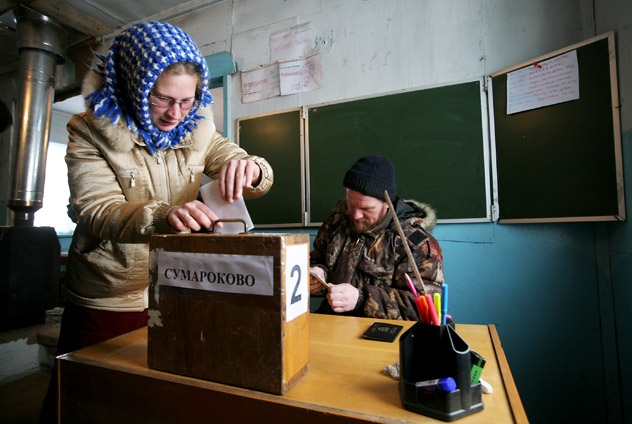 A resident of the village of Sumarokovo, Krasnoyarsk Region's Turukhansk district, casts her ballot during the early voting in the forthcoming Russian presidential election.  Source: RIA Novosti / Alexandr Kryazhev