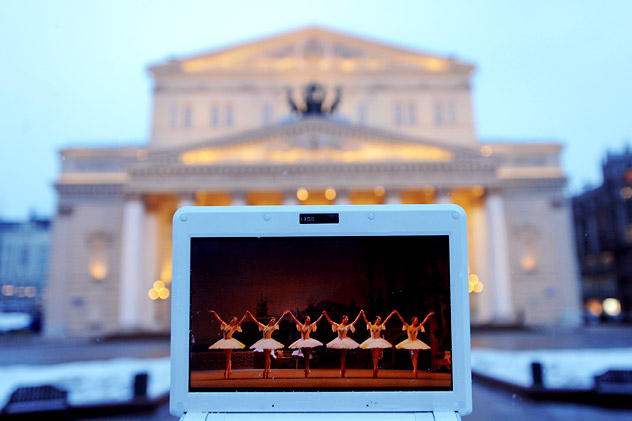 Moscow, March 11 - Online direct broadcast of the Bolshoi Ballet's staging of Le Corsaire, seen from outside the Bolshoi Theatre. Source: ITAR-TASS