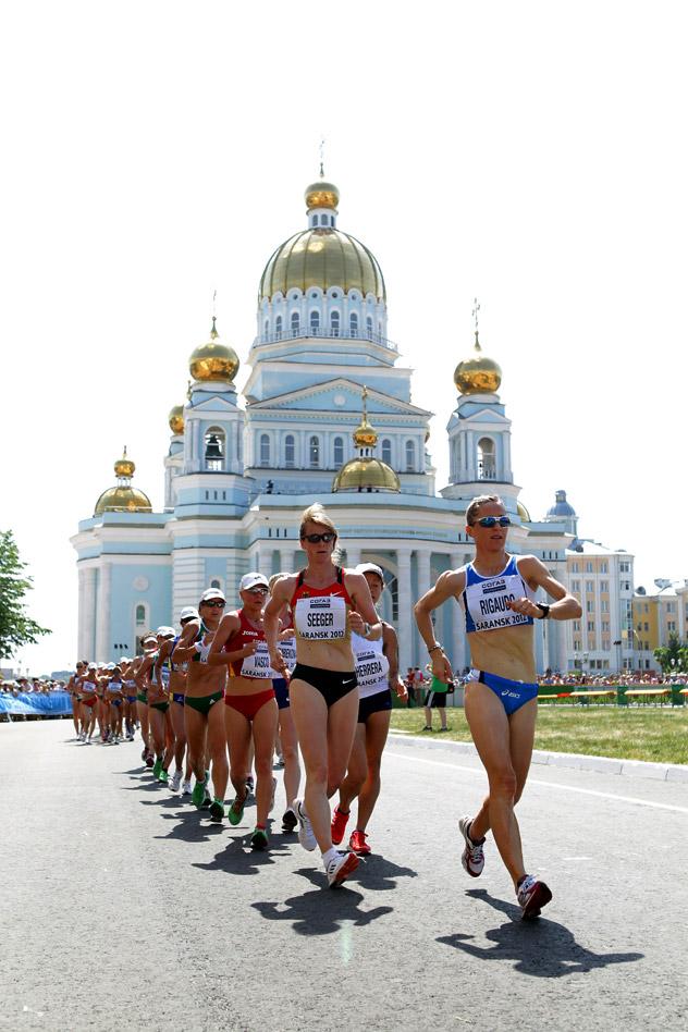 ロシアのサランスクで行われている競歩ワールドカップの二日目。女子20kmで競い合う選手たち。