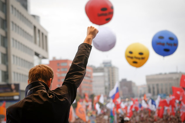 Opposition leader Alexei Navalny speaks at a protest rally in Moscow, Saturday, Sept. 15, 2012. Thousands of protesters marched across downtown Moscow on Saturday in the first major rally in three months against President Vladimir Putin, while defying the Kremlin's ongoing efforts to crackdown on opposition. Color balloons with the words Freedom to Pussy Riot refer to the three members of the punk band Pussy Riot sentenced for two years in prison for performing an anti-Putin song inside Moscow's main cathedral. Source: AP Photo / Sergey Ponomarev