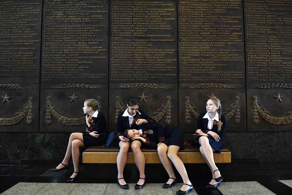 RUSSIAN FEDERATION, Moscow : Schoolgirls rest on a banquette at the Museum of the Great Patriotic War at Poklonnaya Gora in Moscow on April 28, 2015. Russia celebrates the 70th anniversary of the 1945 victory over Nazi Germany on May 9.