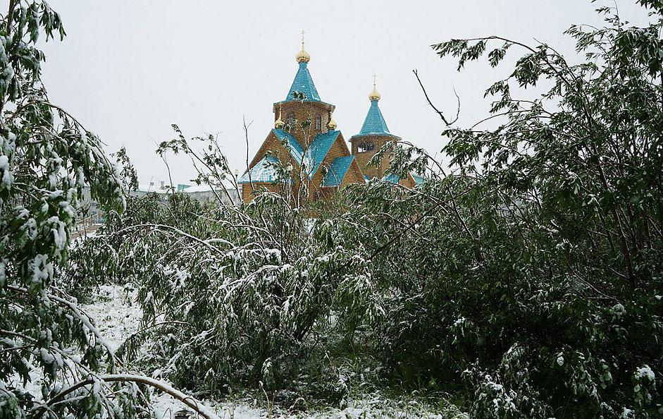 Snijeg u Vorkuti na sjeveru Rusije pao je uslijed pojave hladne atmosferske fronte.