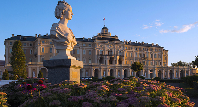7 palaces in and around St. Petersburg you should visit right now