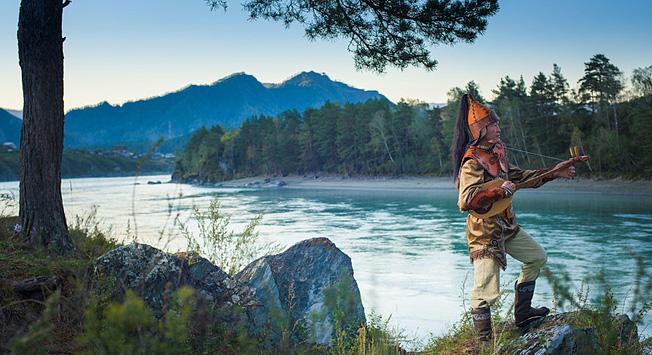 Pelajari lebih banyak mengenai kehidupan seorang kaichi, sebuah kelompok pendongeng legendaris dari Altai.